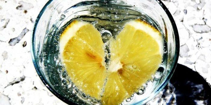 Можно ли пить воду с лимоном натощак