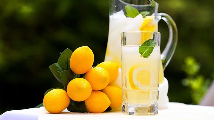 Как правильно пить воду с лимоном натощак