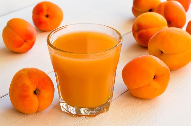 Как правильно употреблять сок из абрикосов