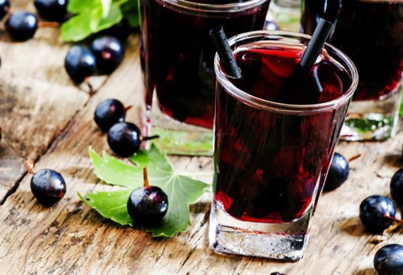 Как правильно употреблять сок черной смородины