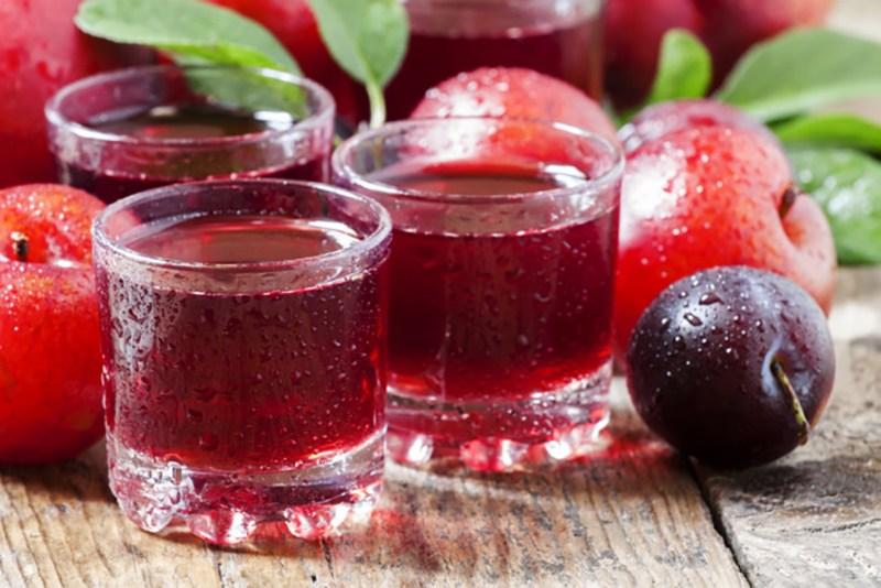 Полезные свойства сока сливы прямого отжима для мужчин и женщин
